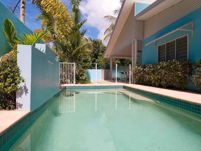 Aqua Luna Front - Image 1 - Clifton Beach - rentals