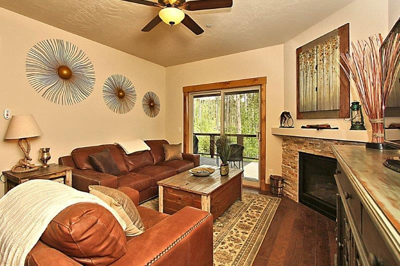 Open floor plan with comfortable, leather furniture - Rendezvous Lookout Point - Fraser - rentals