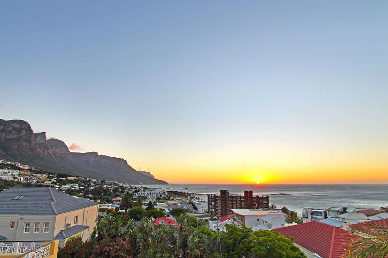 Strathmore sea view apartment , 5 walk to beach - Image 1 - Camps Bay - rentals
