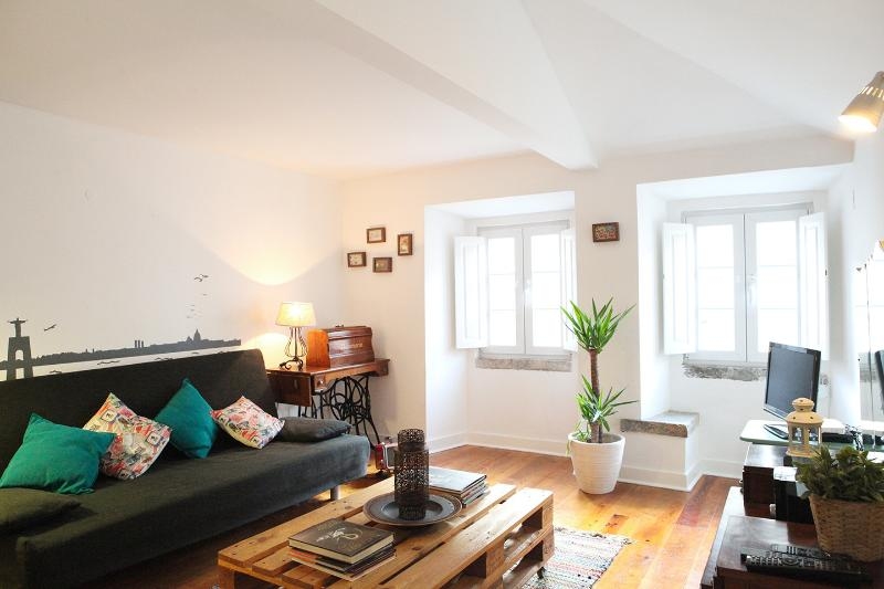Live like a local in a typical Lisbon's quarter - Image 1 - Abrantes - rentals