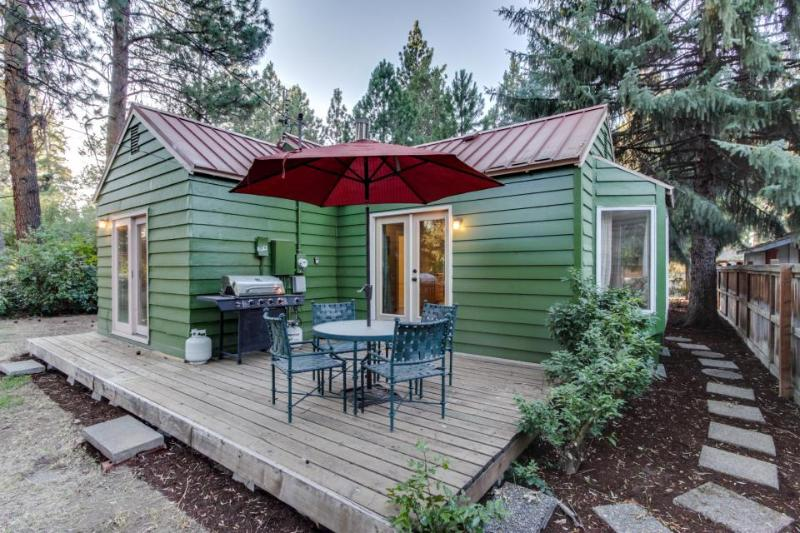 Convenient, refurbished, picturesque cottage near trails and the center of town - Image 1 - Sisters - rentals