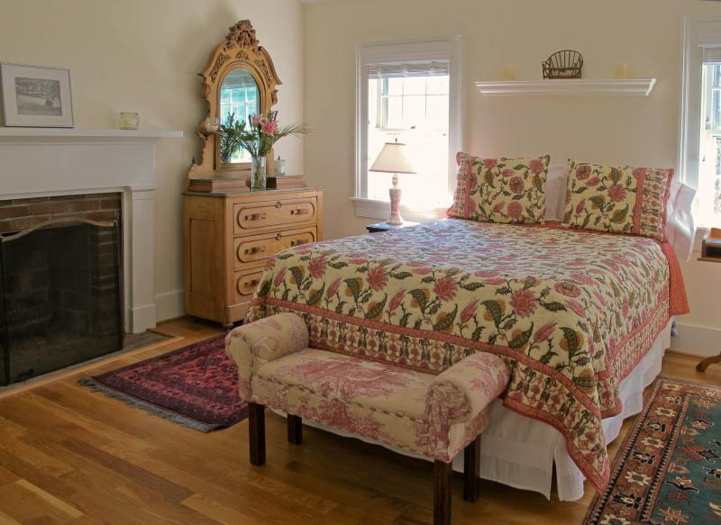 Light-filled room, Queen-sized bed, Fireplace                   Photo: Melanie Marshall-Roth - The Cottage at Sunnybank B&B - Charlottesville - rentals