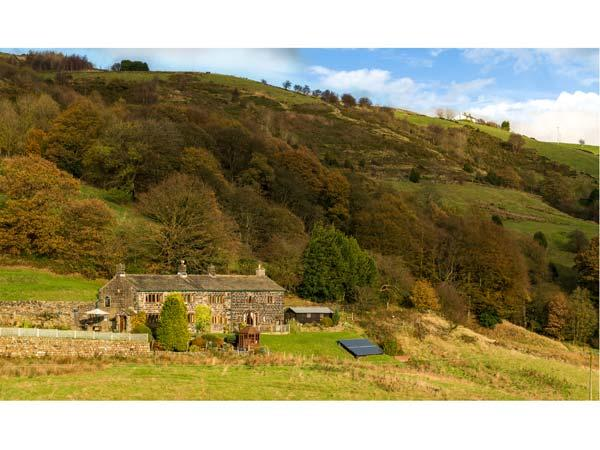 STEPHENSON HOUSE, detached, en-suites throughout, Grade II listed, en-suite facilities, woodburning stoves, 6 acres of grounds with furniture, Ref 904573 - Image 1 - Hebden Bridge - rentals