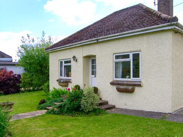 DOWNS VIEW, pet-friendly, WiFi, enclosed garden, near Mere, Ref 920641 - Image 1 - Mere - rentals