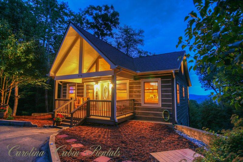 2BR Cabin on App Ski Mtn with Long-Range Views, Hot Tub, Game Room, Fire Pit - Image 1 - Blowing Rock - rentals
