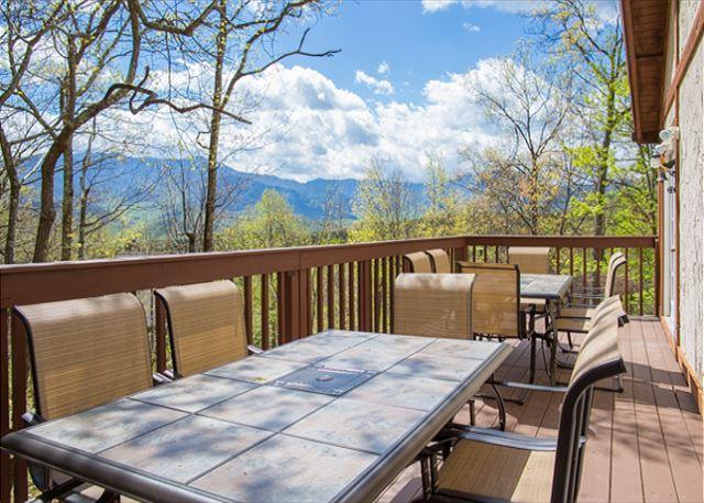 4-Bedroom Gatlinburg Chalet with Views! Crazy Summer Special from $169!!! - Image 1 - Gatlinburg - rentals