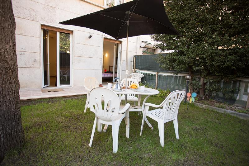 Lovely apartment Family-Run. Garden. WiFi. Vatican - Image 1 - Rome - rentals