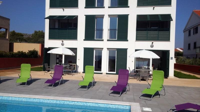 Gorgeous apartment for rent, Milna, Brac, apt. 5 - Image 1 - Cove Makarac (Milna) - rentals