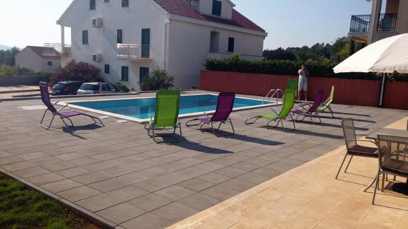 Gorgeous apartment for rent, Milna, Brac, apt. 6 - Image 1 - Cove Makarac (Milna) - rentals