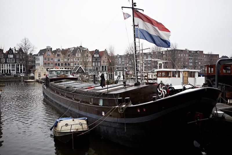 stylish houseboat in amsterdam center, own entrance - Image 1 - Amsterdam - rentals