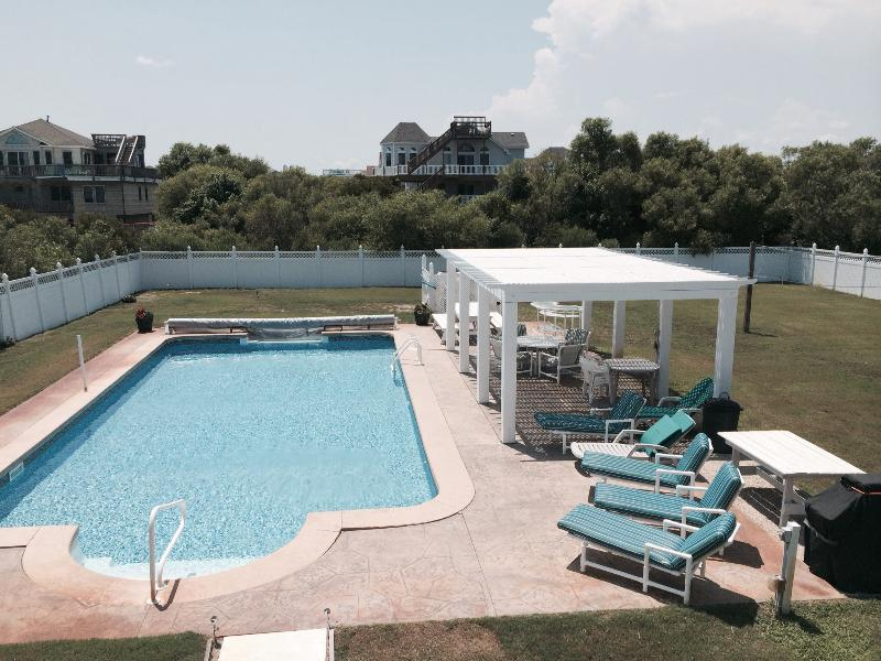 Pool and backyard - several tables and chairs for snacks and drinks out of the sun. - THE SAND DOLLAR - Blue Shell Room - Corolla - rentals