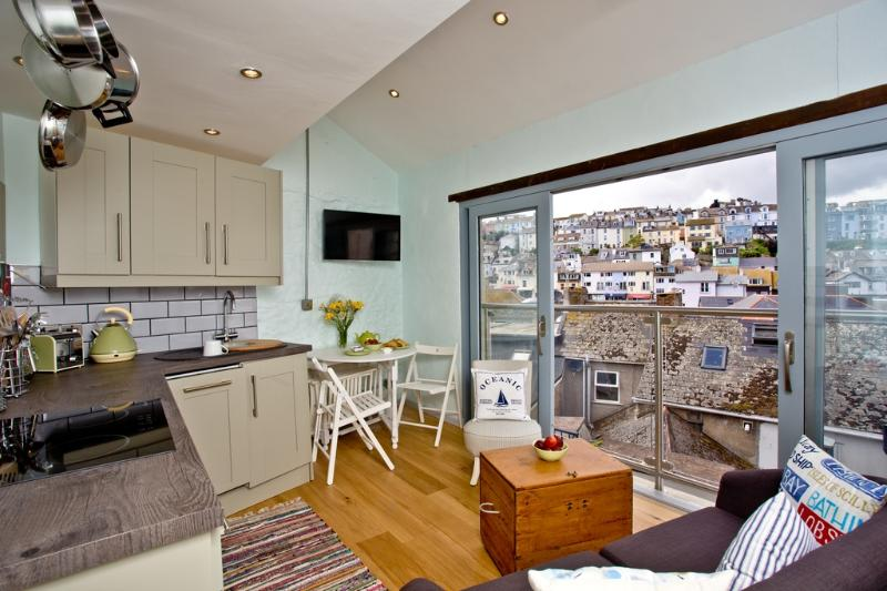 St Pete's Nest located in Brixham, Devon - Image 1 - Brixham - rentals