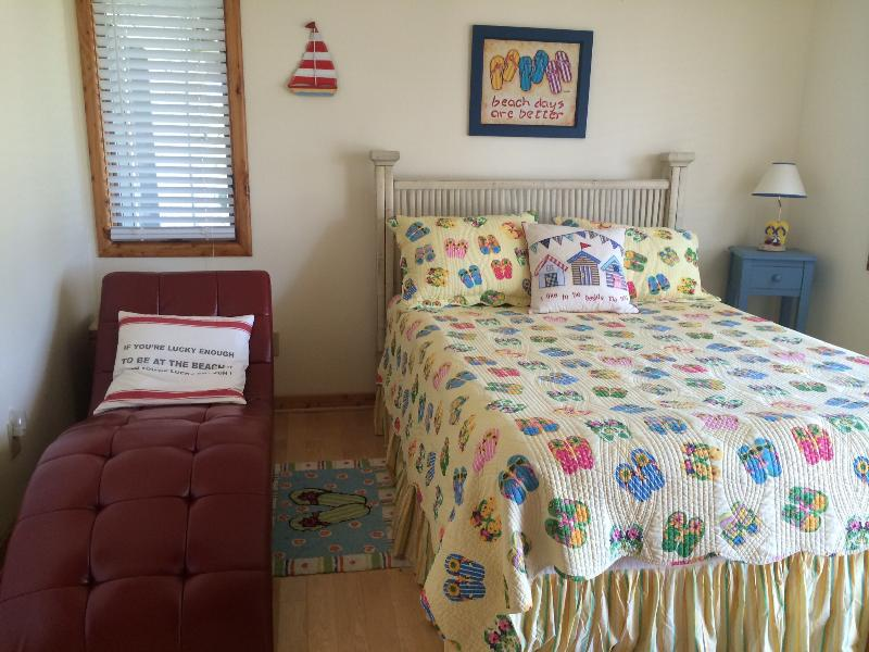 The Flip Flop Bedroom - THE SAND DOLLAR - Flip Flop Room - Corolla - rentals