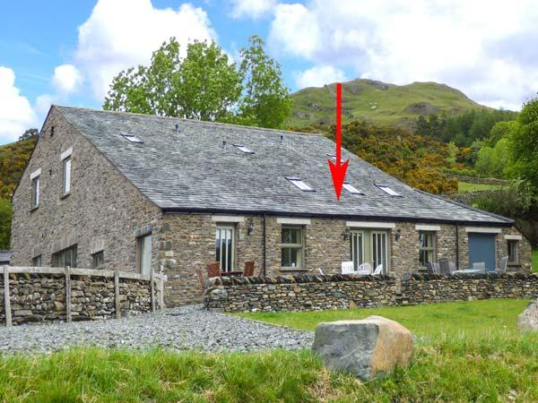 GHYLL BANK BARN, barn conversion, underfloor heating, patio with furniture, near Staveley, Ref 11535 - Image 1 - Staveley - rentals