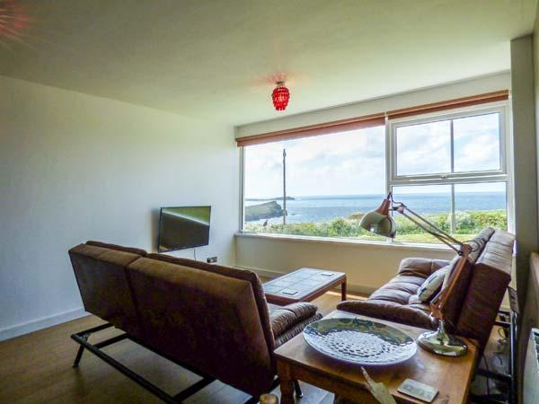 SPINDRIFT, pet-friendly, opposite the beach, parking, Porth near Newquay, Ref. 916078 - Image 1 - Newquay - rentals