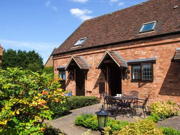 BURFORD COTTAGE, terraced barn conversion, parking, garden, in Clifford Chambers, Ref 920813 - Image 1 - Clifford Chambers - rentals