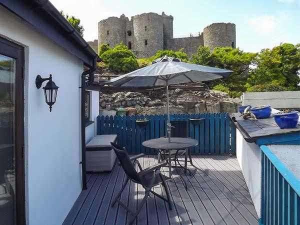 THE OLD BAND HALL amazing views, next to castle, romantic retreat in Harlech Ref 30614 - Image 1 - Harlech - rentals