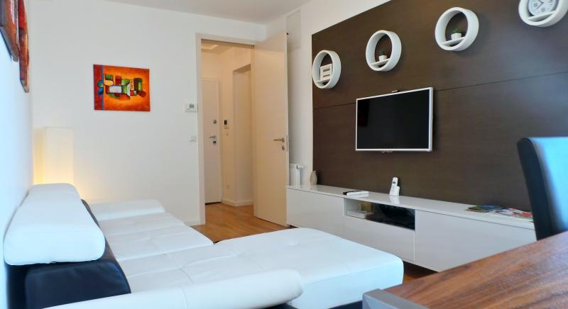living room - LUXURY 2 BDR APP  near main Railway station - Zagreb - rentals