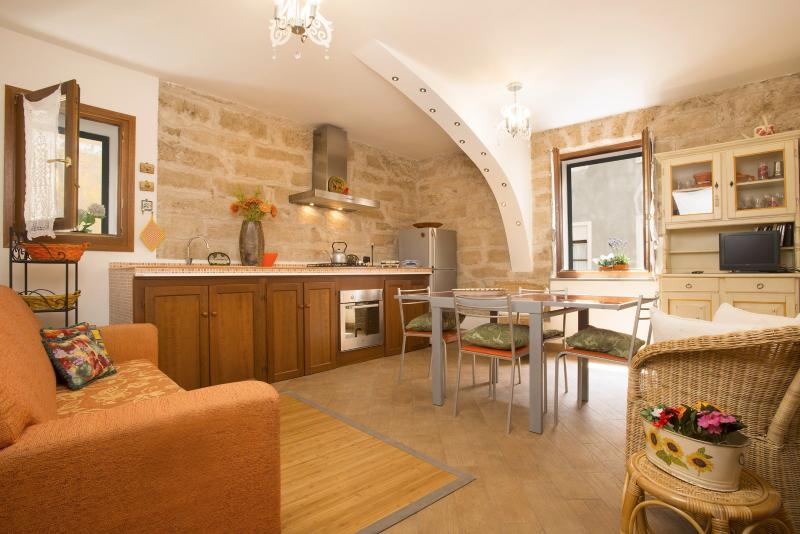 sitting room - Romantic in OldTown closewalk to sea Alghero - Alghero - rentals