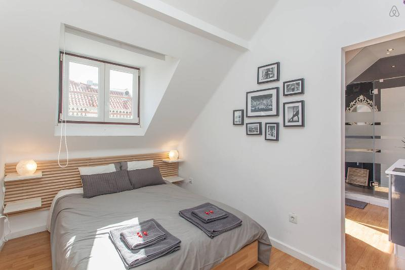 NEW DOWNTOWN APARTMENT - Image 1 - Lisbon - rentals