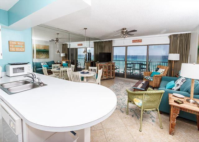Enjoy the amazing views from the beach front living room - ETW 4004 beach front,sleeps 6,amazing views,FREE BEACH SERVICE, KEYLESS ENTRY - Fort Walton Beach - rentals