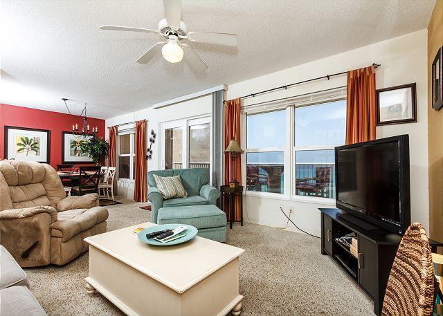 Great views from the beach front living room - Condo #7004:Lavish beachfront retreat-full kitchen,WiFi,FREE BEACH Service - Fort Walton Beach - rentals