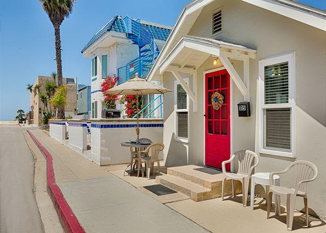 Charming beach cottage, just steps to sand - 20% OFF OPEN DEC DATES - 30 Seconds From the Sand, Perfect for Family! - Newport Beach - rentals
