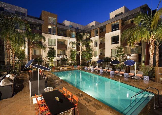 Gorgeous 2 Bedroom 2 Bath Apartment in the heart of Hollywood - Image 1 - Hollywood - rentals