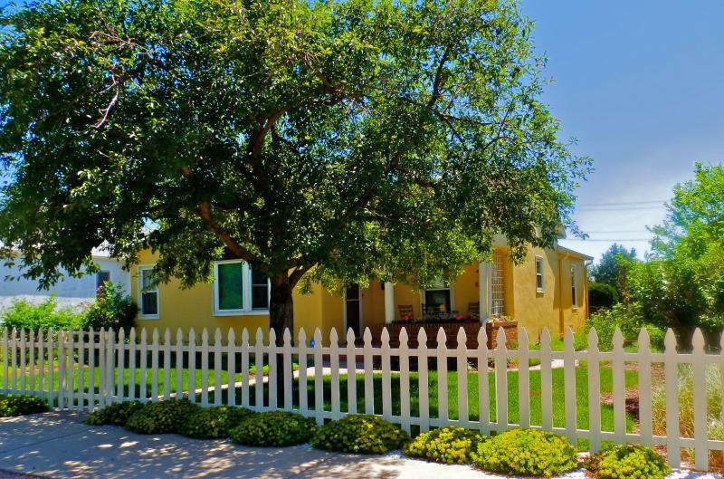 1914 French Country Honeybee Chateau~Close to AFA & Downtown~Huge Yard and Gardens - French Country Honeybee Chateau. Lowest RATES! - Colorado Springs - rentals