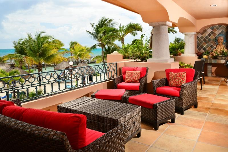 Tres Hermanas - 3 or 4 bedroom beachfront condo - Image 1 - Puerto Aventuras - rentals