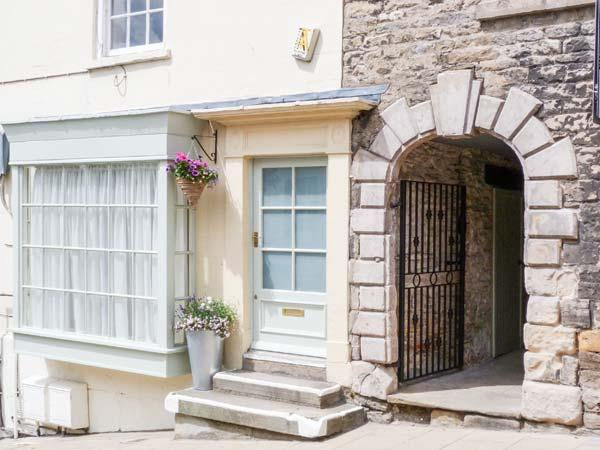GRACE COTTAGE, studio apartment with king-size bed and castle views, near - Image 1 - Richmond - rentals