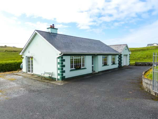DOON COTTAGE, all ground floor, solid fuel stove, pet-friendly, garden with BBQ, in Kilfenora, Ref 918074 - Image 1 - Kilshanny - rentals