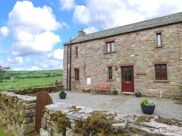 FELL VIEW BARN, woodburner, enclosed gardens, pet-friendly, near Kirkby Stephen, Ref 918671 - Image 1 - Kirkby Stephen - rentals