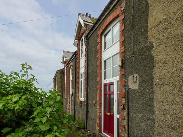 BASE HOUSE, elevated terrace cottage, en-suites, pet-friendly, enclosed garden, in Aberdovey, Ref 923983 - Image 1 - Aberdovey - rentals