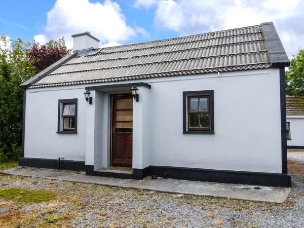 GARDEN VIEW, detached, ground floor, open fire, close to estuary crossing, near Kilrush, Ref 926372 - Image 1 - Killimer - rentals