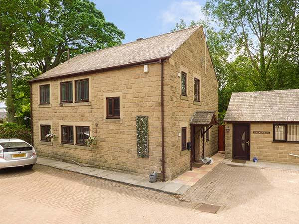 WARLEY LEA HOUSE spacios detached house, enclosed garden, good touring base in Matlock Ref 926680 - Image 1 - Matlock - rentals