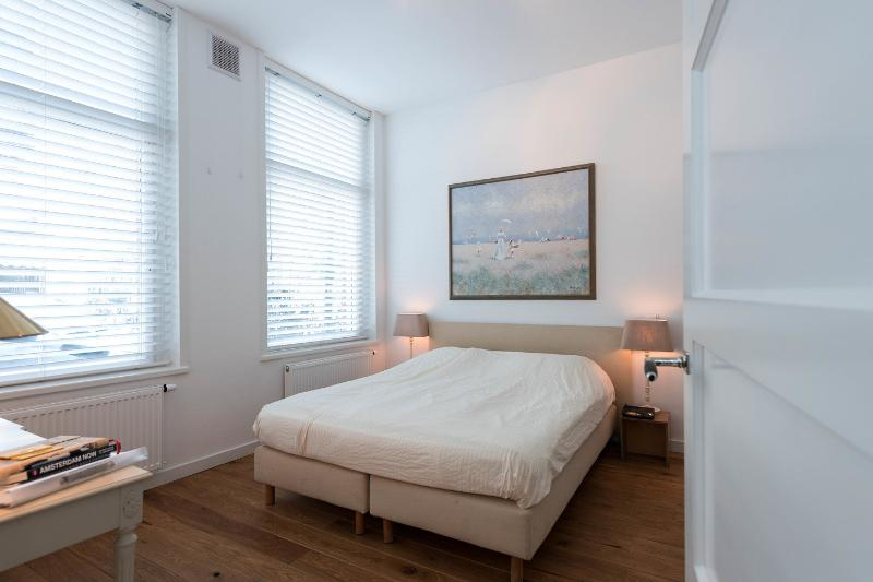 The Master Bedroom - Luxurious guestroom with private entrance - Amsterdam - rentals