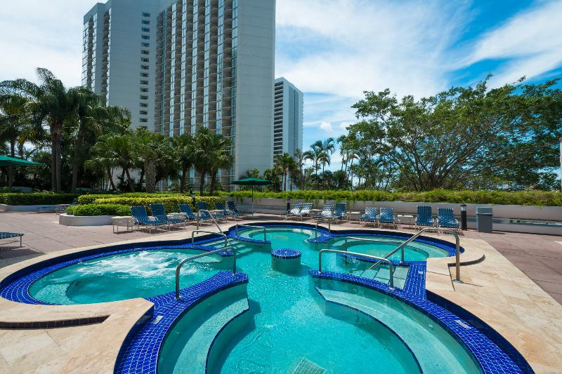 Huge Hot Tub - Heart's DESIRE & PERFECT for FAMILIES: 2 Bedroom Suite at The Grand!! - Coconut Grove - rentals