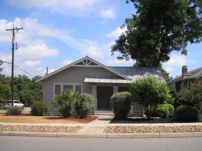 Spacious 3 bed located in the center of everything - Image 1 - San Antonio - rentals