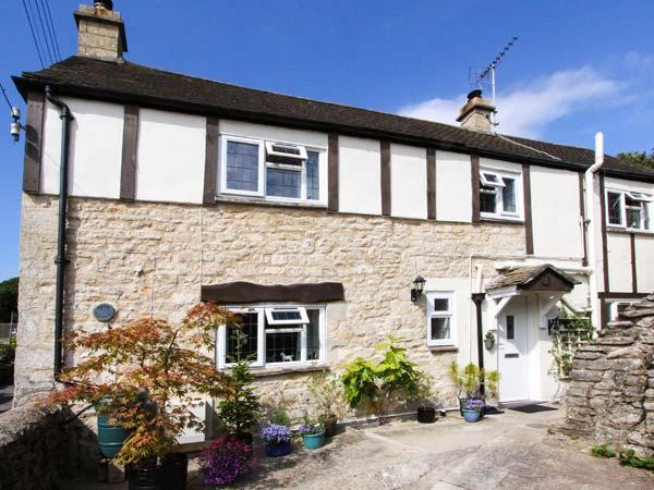 GLEN COTTAGE, pet-friendly cottage, close to village pub, two woodburners, garden, WiFi, Bussage Ref 922057 - Image 1 - Stroud - rentals