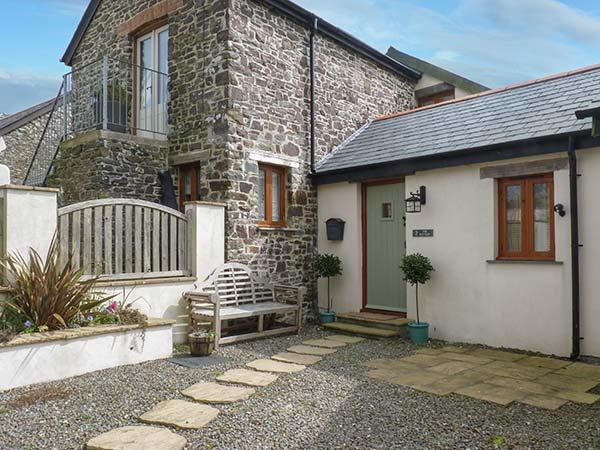 THE BUTTERY, semi-detached barn conversion, ground floor bedroom, near Bideford - Image 1 - Hartland - rentals