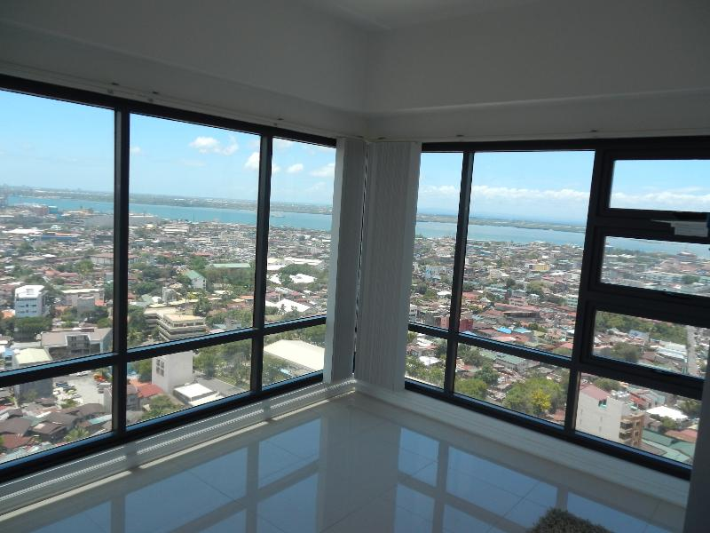 Living Room with Double Vision Glass For Ocean and City - Cebu Ramos Highrise Tower 1 or 2 Bedrooms - Cebu - rentals