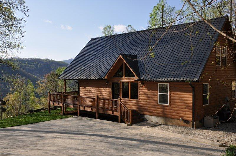 Sunrise in the Smokies - Quiet Mountainside Log Cabin - Amazing View, Beautiful Decor, Great Firepit, Large Hot Tub Wi-Fi - Image 1 - Bryson City - rentals