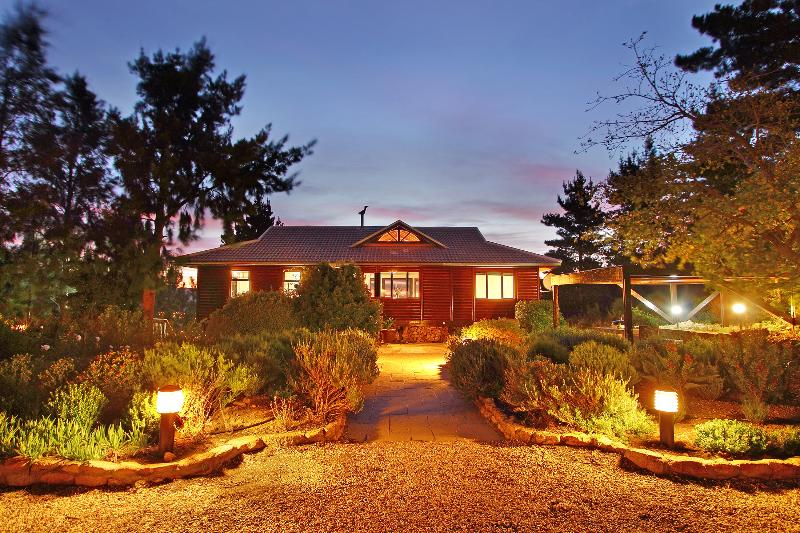 Phezulu Lodge by night - Exclusive self-catering lodge - Phezulu Lodge - Somerset West - rentals