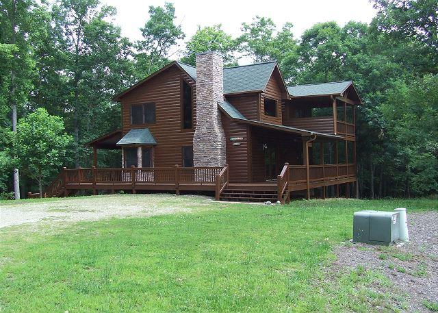 Secluded View of Parking Side of Cabin - BEAUTIFUL VIEWS OF BRASSTOWN BALD - Blairsville - rentals