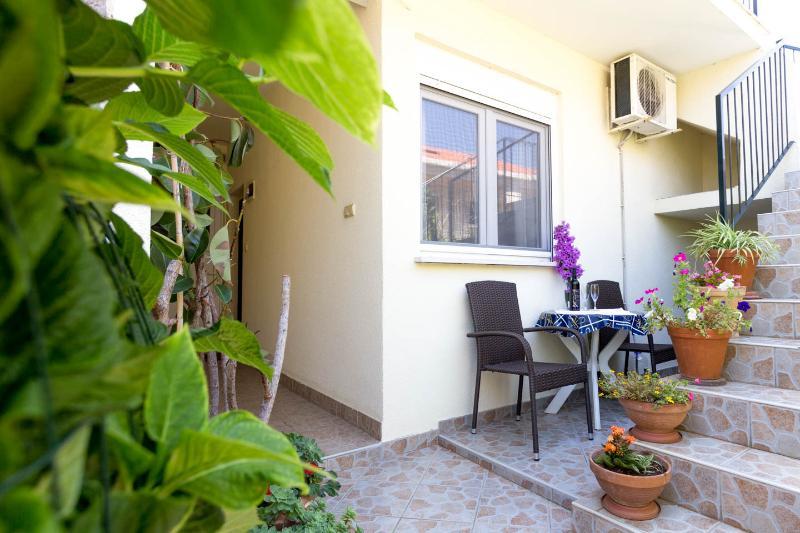 Dubrovnik nice apartment for 2/FREE parking - WiFi - Image 1 - Dubrovnik - rentals