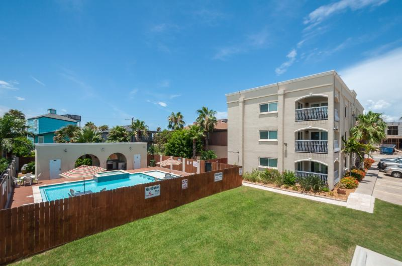 Close to beach! Dog friendly! Heated pool & spa! Outdoor kitchen! WiFi! - Image 1 - South Padre Island - rentals