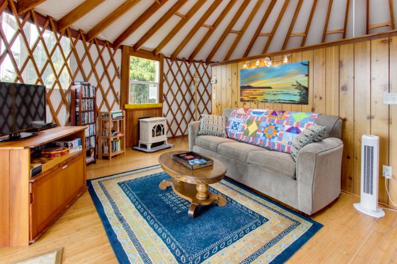 Cozy, oceanfront, dog-friendly yurt with private hot tub - Image 1 - Bay City - rentals