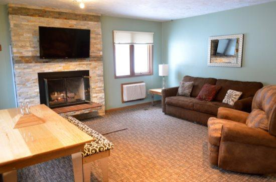 Spacious Living Room with Fireplace, Flat Screen TV, Sofa Sleeper, and lots of Natural Light. - Recently Remodeled 3 Bedroom, 2 Bath Mountain Villa Condo - Walk to Waterpark and Boyneland Ski Run - Boyne Falls - rentals