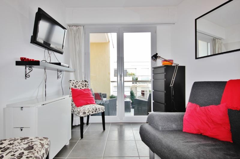 Cozy Antibes Vacation Rental with Sea View, Balcony, WiFi - Image 1 - Antibes - rentals